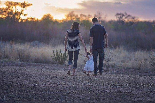 Iubeşte-ţi şi apreciază-ţi copilul pentru ca şi alţii să îl iubească şi să-l aprecieze!